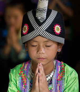 Hmong Girl Prays
