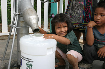 Child in Peru Helps Mother get Water from ADRA Well